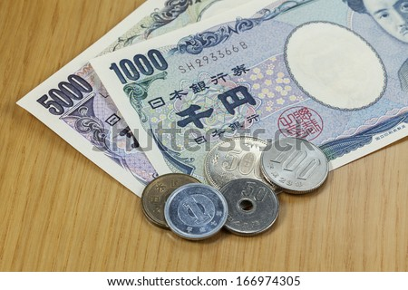 Japanese cashes  one thousand and five thousand dallors cashes and coins close up