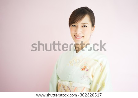 Japanese kimono woman against pink background #302320517