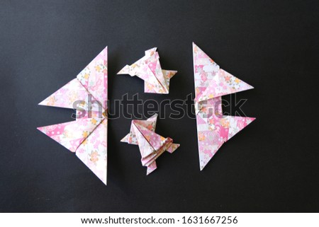 Japanese Paper Art Origami Frogs and Butterflies Stok fotoğraf ©