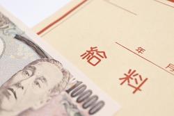 Japanese salary bags and 10000 yen bills. Translation: year, month, salary.