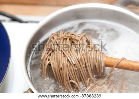Japanese soba noodles cooking