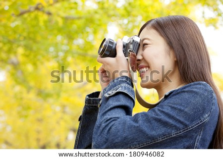 Japanese woman to take a picture ginkgo