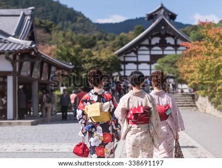 Japanese women in kimono is walking to Tenryu-ji temple, Kyoto, Arashiyama, Japan.