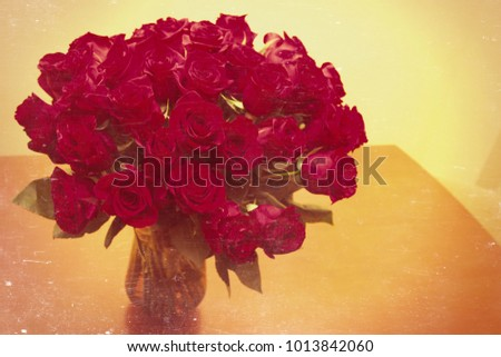 Shutterstock jarron with bouquet of fresh red roses