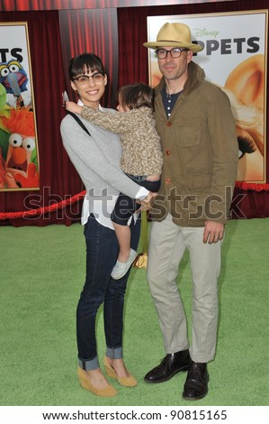 """Jason Lee & family at the world premiere of """"The Muppets"""" at the El Capitan Theatre, Hollywood. November 12, 2011  Los Angeles, CA Picture: Paul Smith / Featureflash"""