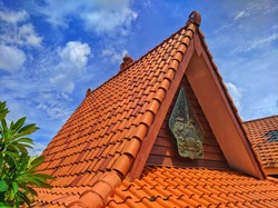 Javanese distinctive ornament made of clay material on the coronal of roof or edge of canopy or similar structure in Java architecture.