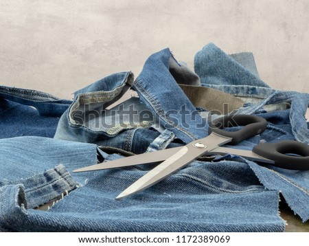 Jeans, ready to be recycled. Scraps of old discarded jeans can start a new life. Circular economy, reduce, reuse recycle.   Foto stock ©