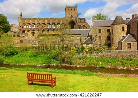Jedburgh Abbey, a 12th century Augustinian Abbey in spring, Jedburgh, Roxburghshire, Scotland UK Zdjęcia stock ©