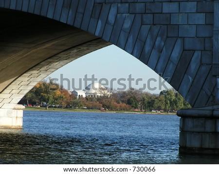 Jefferson Denkmal durch die Erinnerungsbrücke