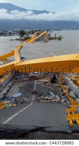 Jembatan sebelum dan sesudah tsunami