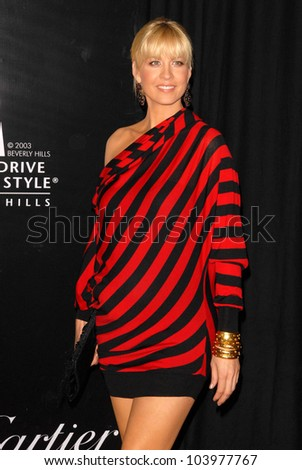 Jenna Elfman at the 2009 Rodeo Drive Walk of Style Award Gala. Rodeo Drive, Beverly Hills, CA. 10-22-09