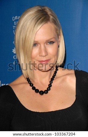 Jennie Garth at the Children Defense Fund-California 19th Annual Los Angeles Beat The Odds Awards, Beverly Hills Hotel, Beverly Hills, CA. 12-03-09
