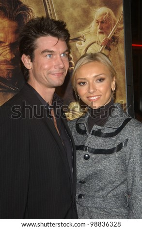JERRY O\'CONNELL & fiance GIULIANA DEPANDI at the USA premiere of The Lord of the Rings: The Return of the King, in Los Angeles. December 3, 2003  Paul Smith / Featureflash