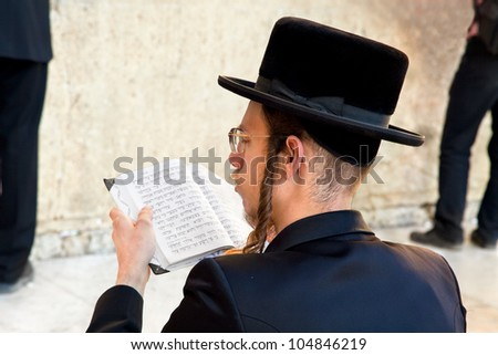 JERUSALEM, ISRAEL-APRIL 27: Unidentified Jewish praying at the western wall on a jewish holiday on April 27. 2012.Jerusalem, Israel.April 27. celebrated as day when the state of Israel was proclaimed