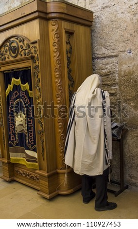 JERUSALEM - JULY 29 : Jewish man prays in the Wailing wall during the Jewish holy day of Tisha B'av, on July 29, 2012 in old Jerusalem, Israel