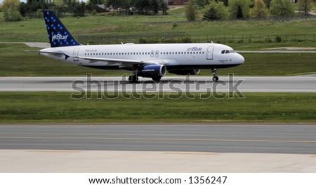 jetBlue 起飞在PWM - stock photo