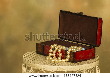 Jewel box with beads