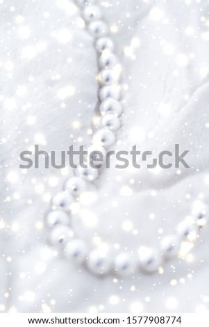Jewelry branding, elegance and sale concept - Winter holiday jewellery fashion, pearl necklace on fur background, glamour style present and chic gift for luxury jewelery brand shopping, banner design #1577908774