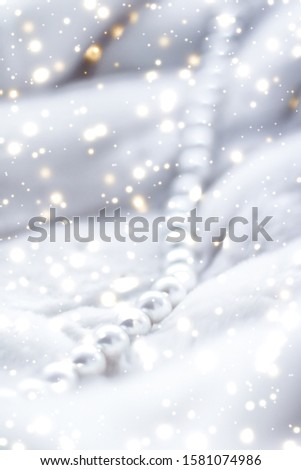 Jewelry branding, elegance and sale concept - Winter holiday jewellery fashion, pearl necklace on fur background, glamour style present and chic gift for luxury jewelery brand shopping, banner design #1581074986