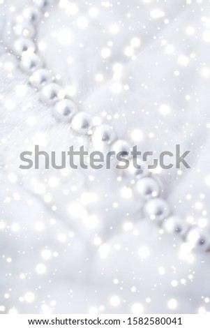 Jewelry branding, elegance and sale concept - Winter holiday jewellery fashion, pearl necklace on fur background, glamour style present and chic gift for luxury jewelery brand shopping, banner design #1582580041