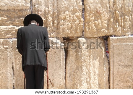 Jewish man at the wailing wall jerusalem prayer