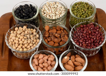 Job\'s tears, Soy beans, Red beans, black beans, Peanut, pine nut, Almond  and green beans with the health benefits of whole grains.