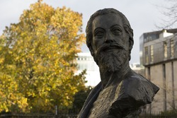 John Donne bust. Outside St Paul's Cathedral. By Nigel Boonham. 2012