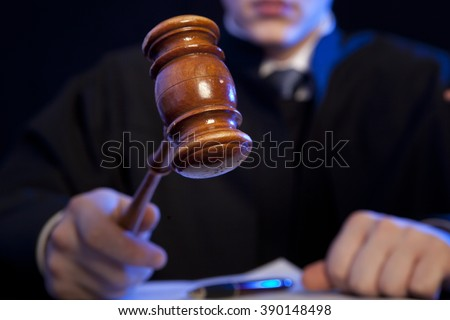 Judge. Male judge in a courtroom striking the gavel Foto d'archivio ©