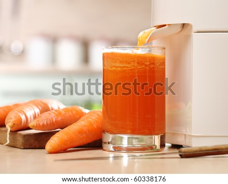 Juice extractor and carrot juice