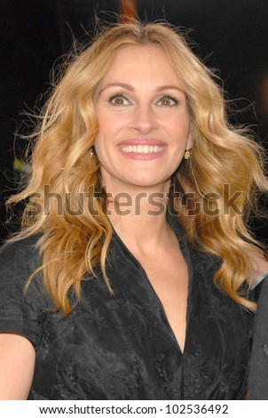 """Julia Roberts at the """"Valentine's Day"""" World Premiere, Chinese Theater, Hollywood, CA. 02-08-10"""