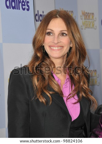 """Julia Roberts at the world premiere of her new movie """"Mirror Mirror"""" at Grauman's Chinese Theatre, Hollywood. March 17, 2012  Los Angeles, CA Picture: Paul Smith / Featureflash"""