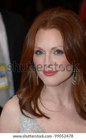 JULIANNE MOORE at the 76th Annual Academy Awards in Hollywood. February 29, 2004