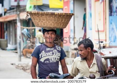 JULY 10,2012: DHAKA, BANGLADESH a market in Dhaka, Bangladesh.Podemos see as transport and sell all kinds of goods