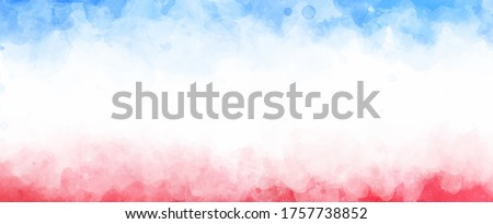 July 4th background, red white and blue colors with soft faded watercolor border texture design and blank white center, veteran's day or memorial day patriotic color background Foto stock ©