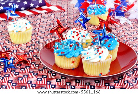 July 4th cupcakes in a festive celebratory table setting.