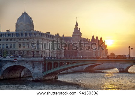 Justice Palace at sunset - Paris