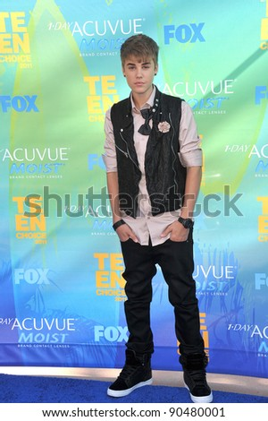 Justin Bieber arrives at the 2011 Teen Choice Awards at the Gibson Amphitheatre, Universal Studios, Hollywood. August 7, 2011  Los Angeles, CA Picture: Paul Smith / Featureflash