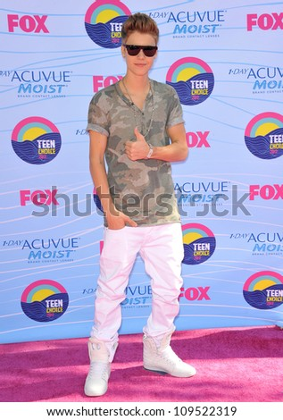 Justin Bieber at the 2012 Teen Choice Awards at the Gibson Amphitheatre, Universal City. July 23, 2012  Los Angeles, CA Picture: Paul Smith / Featureflash