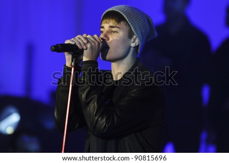Justin Bieber turns on the Christmas lights at Westfield London, Shepherd's Bush, London. 07/11/2011 Picture by: Steve Vas / Featureflash