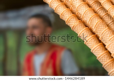 Kahraman Maras ice cream cones and blurred ice cream vendor in traditional clothes in background Stok fotoğraf ©