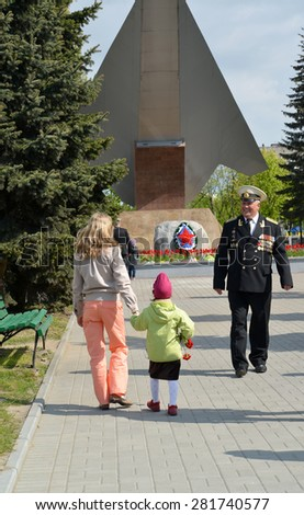 KALININGRAD, RUSSIA - MAY 09, 2015: A meeting with the veteran of sea aircraft about a monument to \