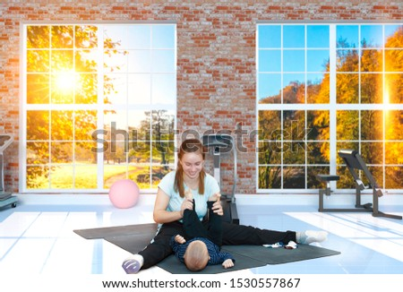 Kangatraining classes - young mothers with children in the gym Foto stock ©