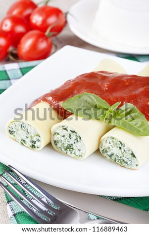 Kannelloni with spinach and ricotta under tomato sauce