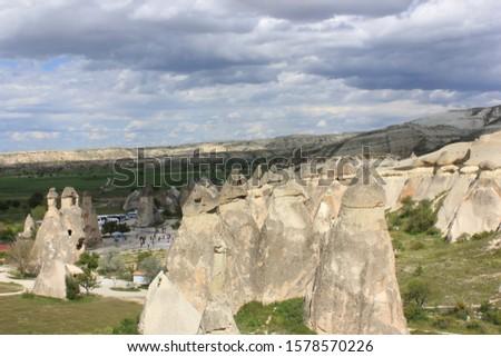 Kapadokya'da Gün İçerisinde Yansıyan Peri Bacaları.  Stok fotoğraf ©