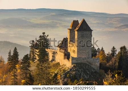 Kasperk Castle in a sunny autumn day. Kasper in the sun's rays. View from the Pusty Hradek viewpoint. South Bohemia, Sumava. Czech Republic Zdjęcia stock ©
