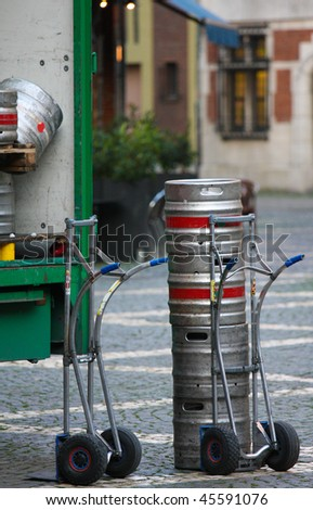 http://image.shutterstock.com/display_pic_with_logo/106159/106159,1264881416,1/stock-photo-kegs-on-a-sack-barrow-of-a-beer-retailer-in-antwerp-belgium-45591076.jpg