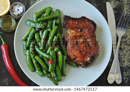 Keto lunch or dinner. Green peas with meat steak on a plate. Keto diet. Paleo Diet. Pegan diet. #1467472517