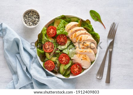 Keto salad with chicken meat sous vide, tomatoes, cucumbers, avocado on pastel linen tablecloth. Mediterranean food, low calories dieting ketogenic meal Photo stock ©