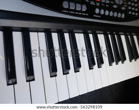 Keyboard instrument,Universal instruments #563298109