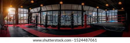 Kickboxing gym, nobody in boxing sport club and fitness center Foto stock ©
